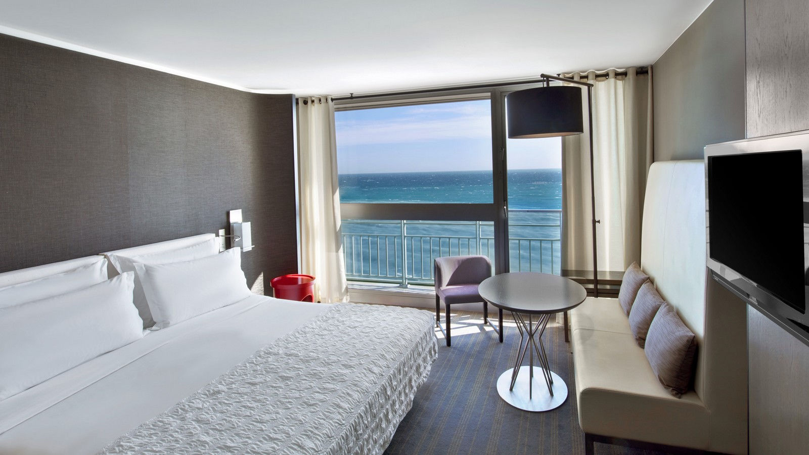 Executive room sea view le m ridien nice best rate for Chambre d hotel nice